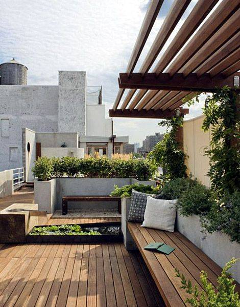 30-city-gardens-that-have-us-green-with-envy-urban-garden-ideas-wooden-patio-rooftop-5723ba37a45f30b81220d2a1-w620_h800